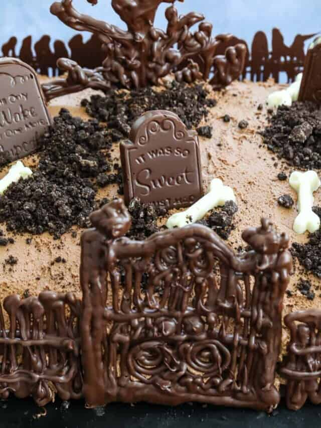 cropped-Halloween-Cake-with-fence-and-gate-in-graveyard.jpg